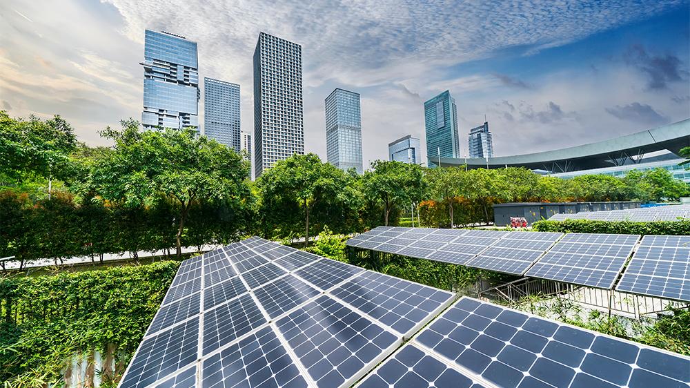 Solpaneler i storstadsmiljö
