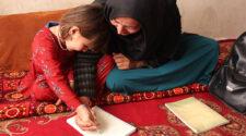 Tahira i Afghanistan går en läskunnighetskurs för kvinnor med stöd från Islamic Relief.