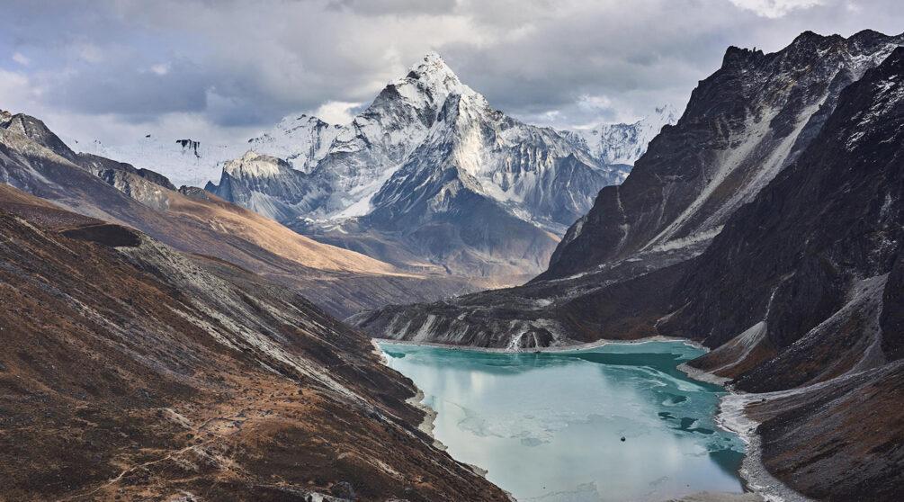 Glaciärsjö i Himalaya